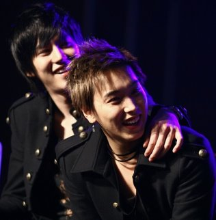http://kyulicious.files.wordpress.com/2010/04/kyumin1.jpg